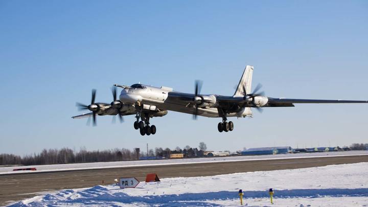 Командовать беспилотником с воздуха: Ракетоносец Ту-95МС показал управление дроном с борта самолёта