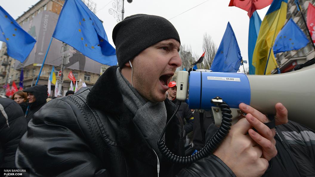 В Полтаве митингующие и сотрудники украинского ЧОПа устроили массовую драку