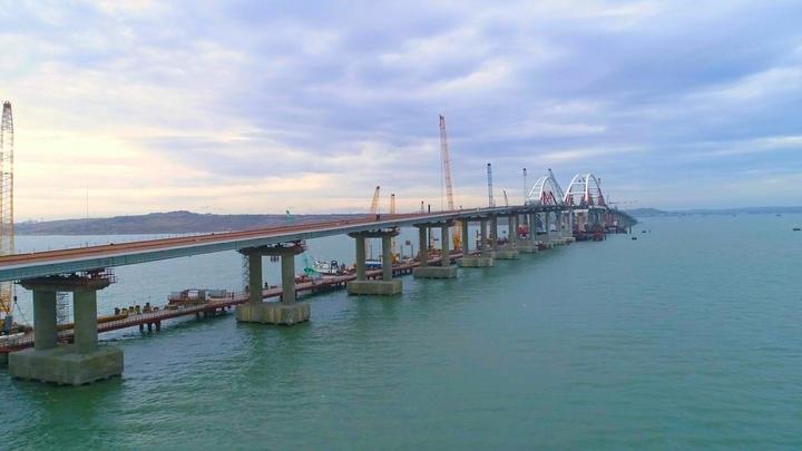 Крымскому мосту устроили первый тест-драйв - видео