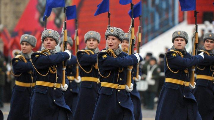 Британцы в восторге от русских: Парад на Красной площади обсуждаютThe Daily Mail