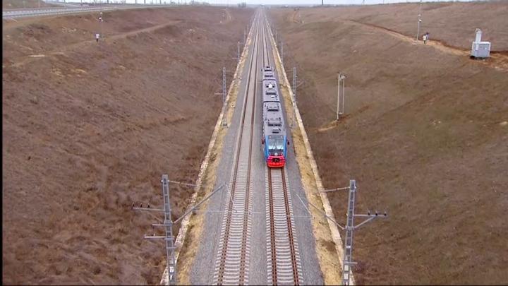 Обогнали, ещё и ждали: Начальник поезда рассказал, как по приказу Путина догонял поезд в Крым