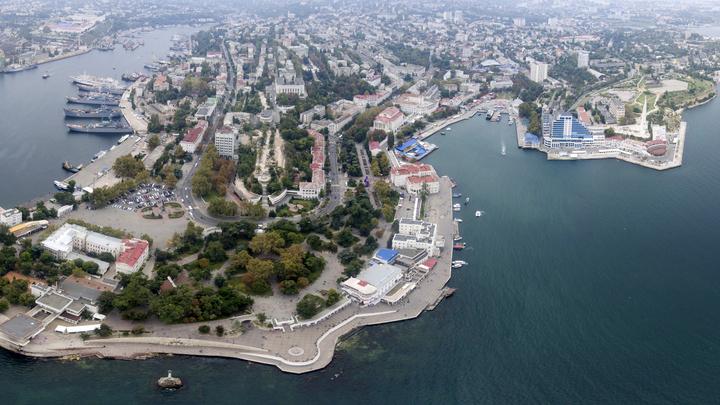 В МЧС попытались объяснить погоню вплавь за лодкой главы Крыма: Не придумали ничего умнее