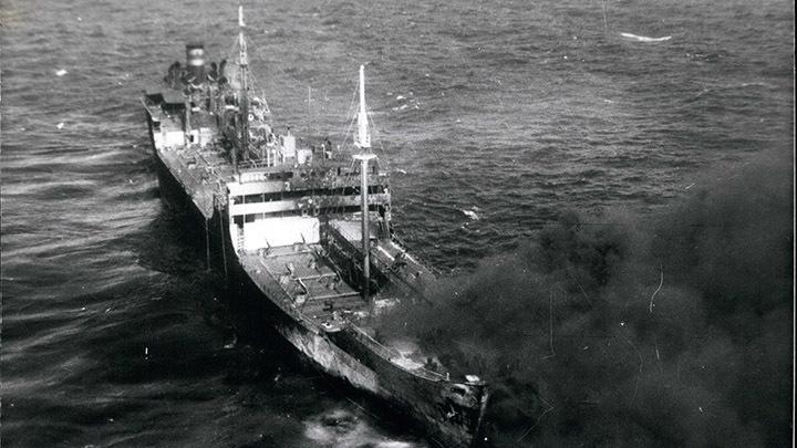 Американский эсминец в Оманском заливе подобрал экипаж атакованного японского танкера