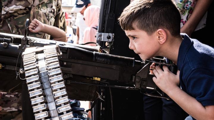 Западные СМИ открыли для себя украинские лагеря, где детей учат убивать