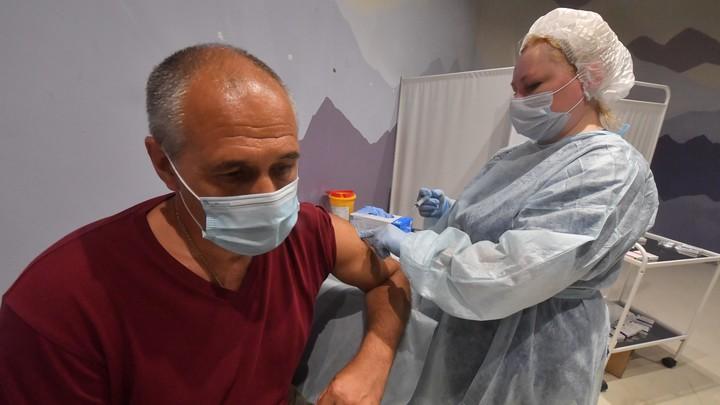 В поликлиниках Челябинской области отказывают в ревакцинации от COVID-19