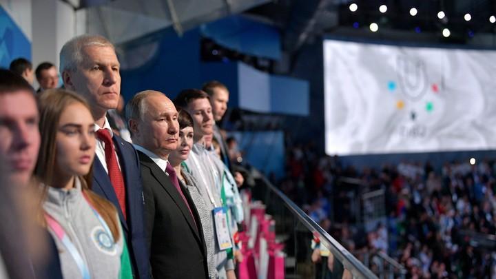 Путин пошутил про корректировку результатов Универсиады - видео