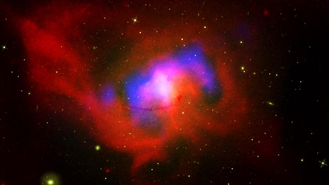 Ученые за пять часов взвесили гигантскую черную дыру