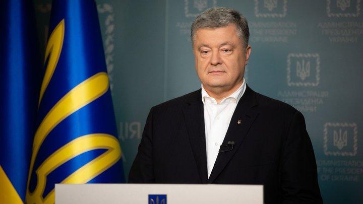 Порошенко отправили на свалку: Портреты экс-президента Украины оказались на помойке
