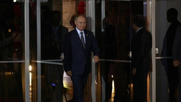 Путин, спецназ и... строгая женщина: Фото президента России взбудоражило Сеть