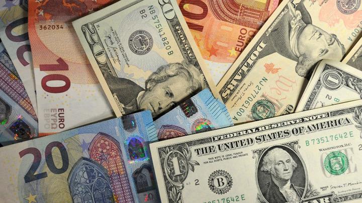 Эксперты назвали условие падения доллара. Жителей России призвали задуматься