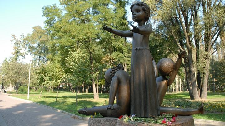 Меня родители прикрыли собой: В Рунете ищут родных девочки из Бабьего Яра времен войны