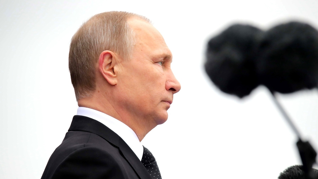 Путин недал охране увести ветерана, подошедшего кнему после парада