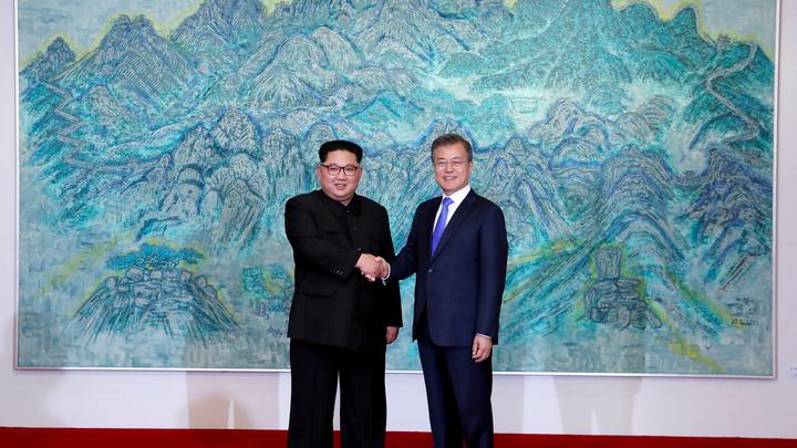 Секрет раскрыт: СМИ Южной Кореи проанализировали необычные туфли Ким Чен Ына