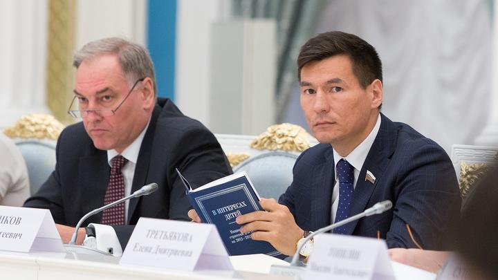 Глава Калмыкии предложил изменить Конституцию и убрать имя жулика