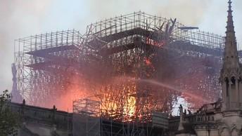 Собора Парижской Богоматери больше нет. Пожар уничтожил здание
