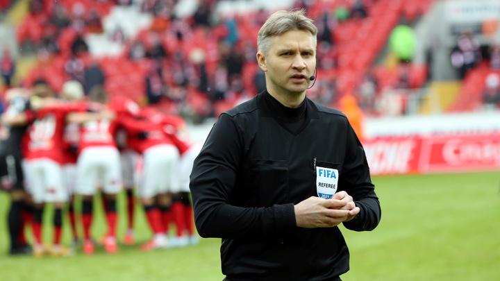 УЕФА отстранила арбитра из Петербурга Лапочкина от судейства за договорной матч