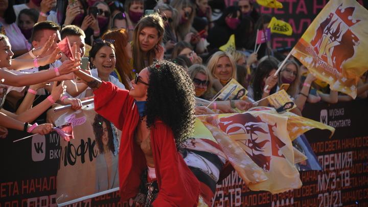 Не в то время и не в том месте: концерт известной поп-певицы Zivert в Екатеринбурге перенесли