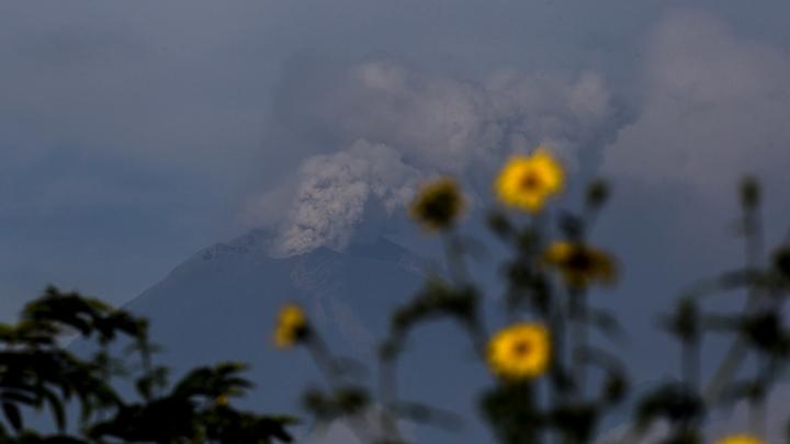 Сразу становится понятно: Соловьёв показал извержение самого опасного вулкана в мире и напомнил о возможностях человека