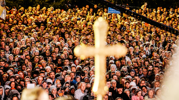 После ночной битвы за сквер христиан Екатеринбурга призвали на молебен о мире