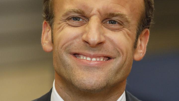 Бобик в гостях у Барбоса: Президент Франции удивил своей невоспитанностью и европейскими манерами - фото