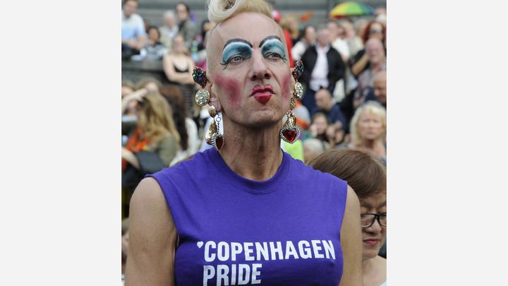 Минобороны Дании заманивает гомосексуалистов на парад фотографией маленьких детей