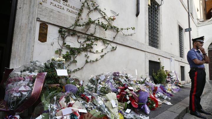 Должна извиниться перед вдовой: Рим прощается с убитым силовиком, задержаны два подростка США