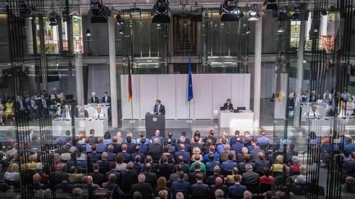 Немецкие зеленые заподозрили Россию в подкупе депутатов: В бундестаге ищут шпионов, упущенных контрразведкой