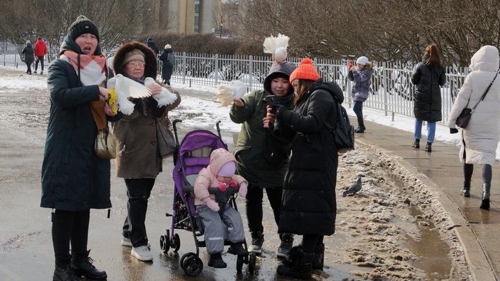 Имеется негативная динамика: В России на 7,5% выросло число противников мигрантов