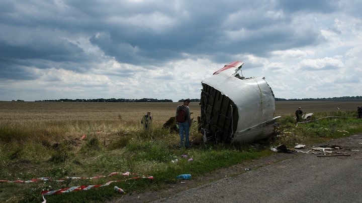 Мы нашли шесть тел возле кабины: Житель ДНР рассказал, как собирали обломки MH17