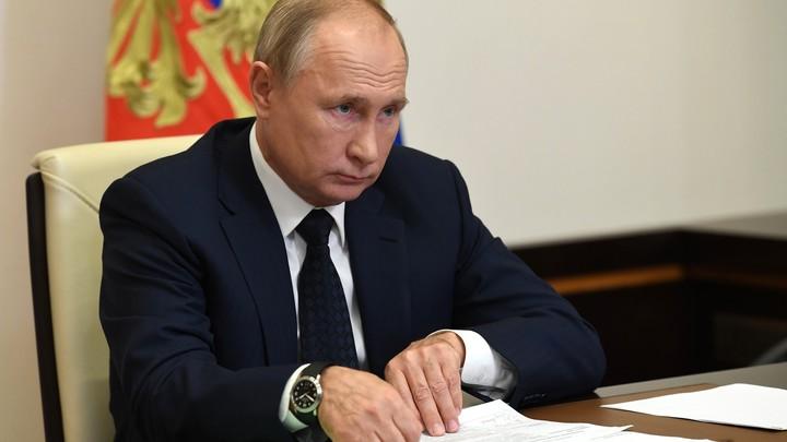 Четыре священных текста на столе Путина стали ответом на все трагедии Запада