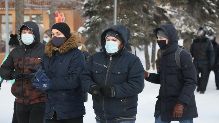 Участники несогласованной акции протеста в Челябинске замёрзли и разошлись по домам
