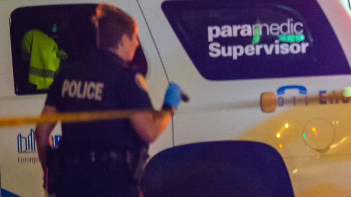 ВСети появилось видео сместа гибели трёх человек под колёсами двухэтажного автобуса вКанаде