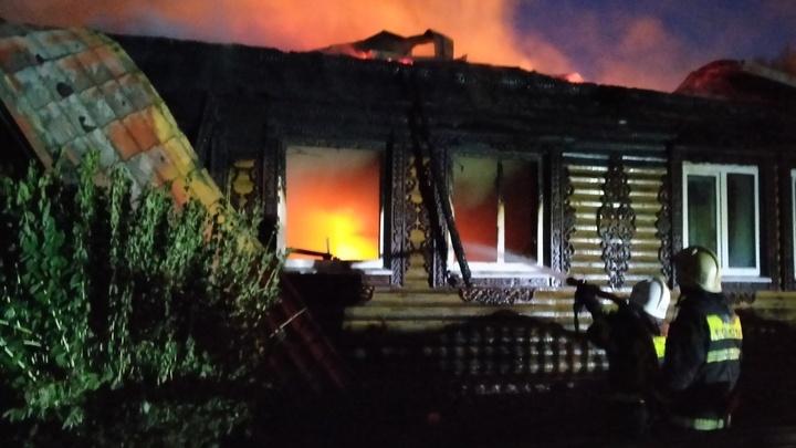 На пожаре в жилых домах в Вязниковском районе погиб человек