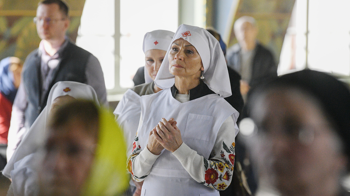 Сначала милостыня, потом диета: Опрос ВЦИОМ показал, как православные соблюдают Великий пост