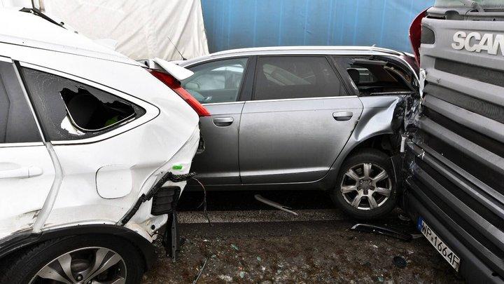 Елочка, по ходу мы попали: Во Владивостоке столкнулись 47 автомобилей