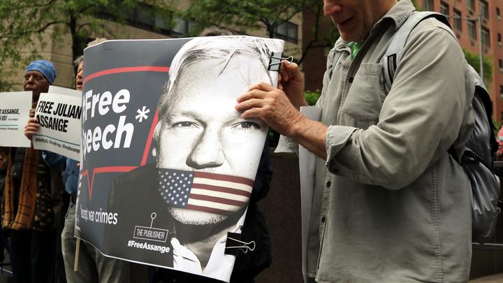 Ассанж стал на шаг ближе к смертной казни: Глава МВД Великобритании подписал запрос об экстрадиции в США