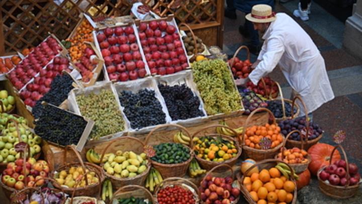 Покупали чаще яблок: Аналитики назвали самый популярный фрукт в России