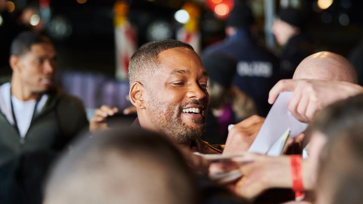 Известный певец выбил Уиллу Смиту три зуба: Эпичный момент попал на видео