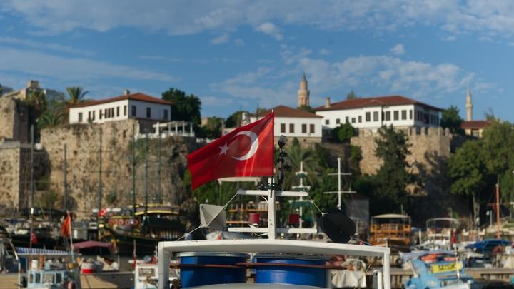 Украинская вечеринка закончилась закрытием турецкого отеля