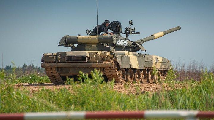 Насладились рёвом моторов: Американские военные устроили тест-драйв российскому танку