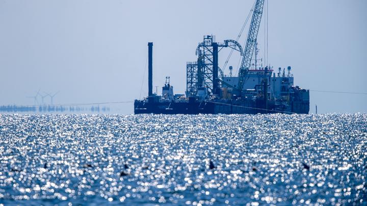 Северный поток - 2 разрешили достроить: В Дании назвали возможную дату возобновления работ
