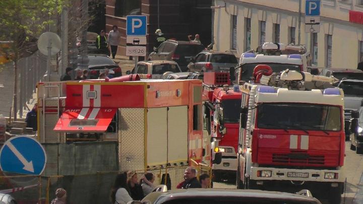 В Москве горит торговый центр