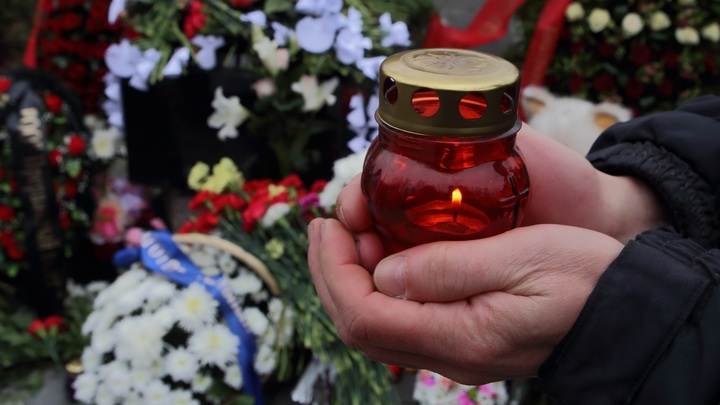 Во Владивостоке похоронили скамейки, на которых невозможно сидеть. Мэрию это не смутило