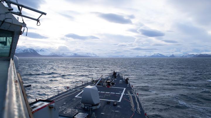Американский эсминец вторгся в русские воды возле Крыма - Коц