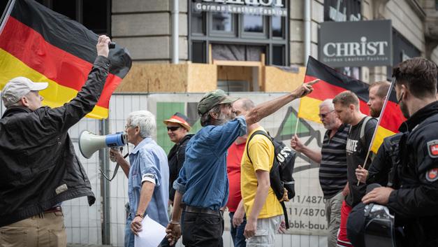 Убил мигрант, а задерживают немцев: В Германии вспыхнули массовые беспорядки