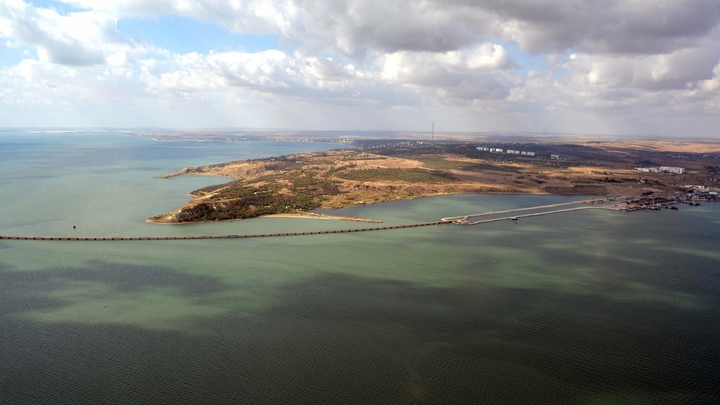 «Гольфстрим тоже мы»: В Сети пошутили над Крымским мостом, «сломавшим» Керченский пролив