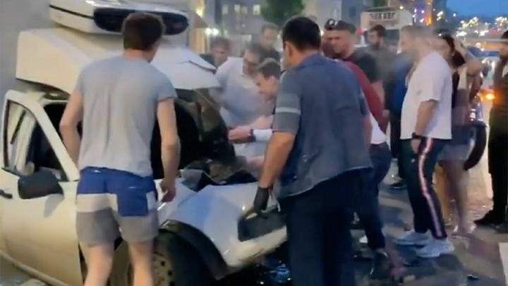 Получил дубиной по голове: Подруга Ефремова сообщила о первых минутах после аварии