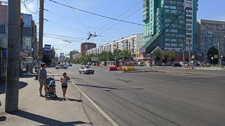 Челябинским велосипедистам запретили проезжать перекрестки по велодорожке на Комсомольском проспекте