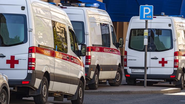 Очередь из машин скорой помощи выстроилась у больницы № 2 в Новосибирске