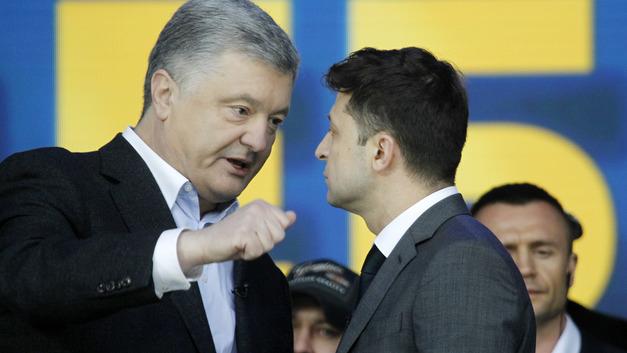 «Зеленский передом, а Порошенко как всегда»: В Сети шутят об украинских дебатах